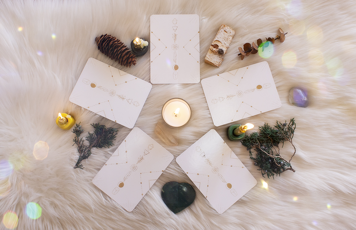 Oracle-tarot-card-spread-for-yule-winter-solstice-card-spread
