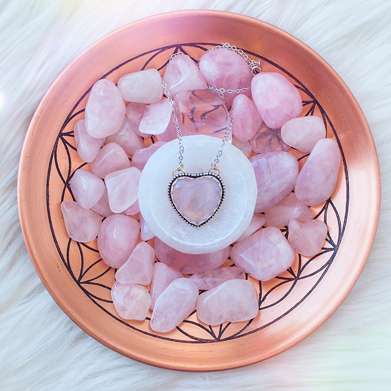 Pic3-rose-quartz-meanings-and-uses