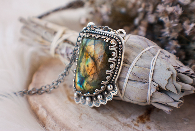 Pic4-10-uses-for-labradorite