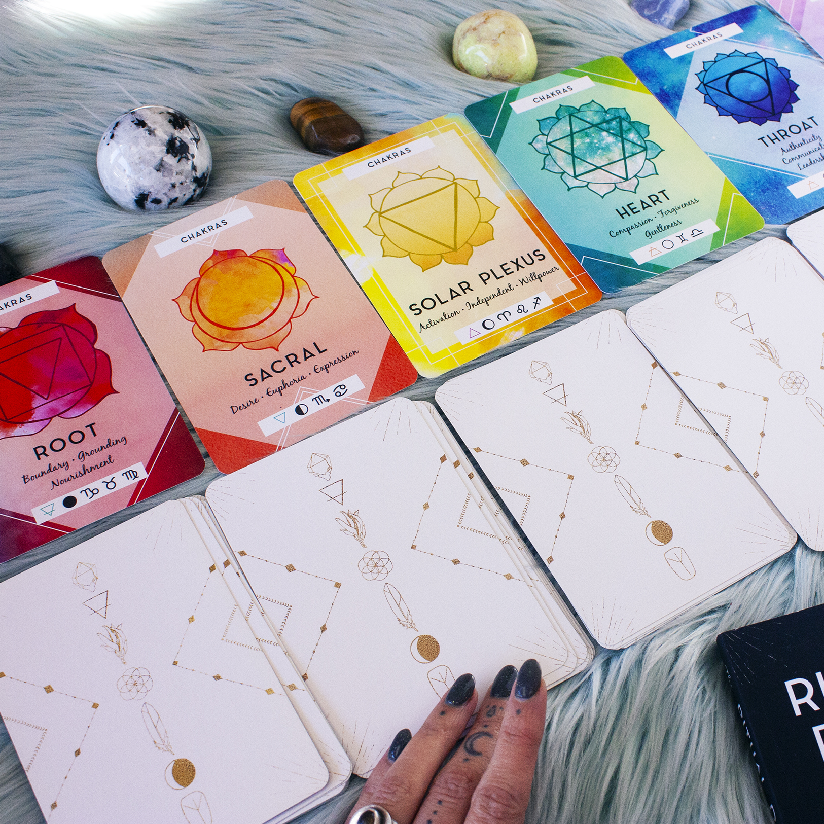 how to perfrom chakra energy readings with oracle cards