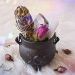 The Divine Feminine & Cauldrons // 5 Uses & Meanings