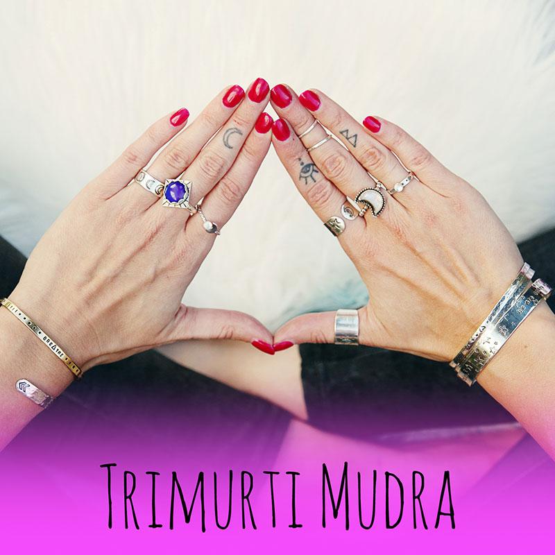 pic10-trimurti-mudra-divine-feminine