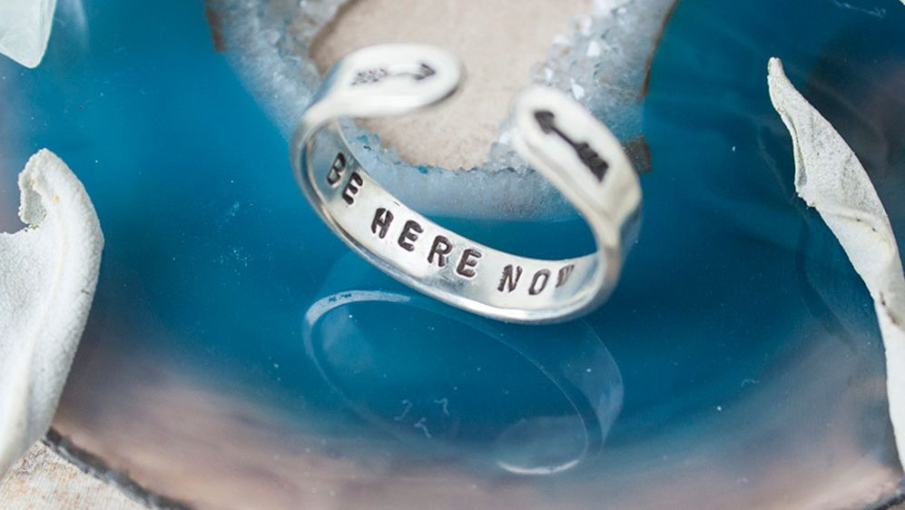 pic9-be-here-now-ring